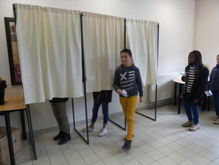 le bureau de vote est ouvert immacul e conception seclin. Black Bedroom Furniture Sets. Home Design Ideas